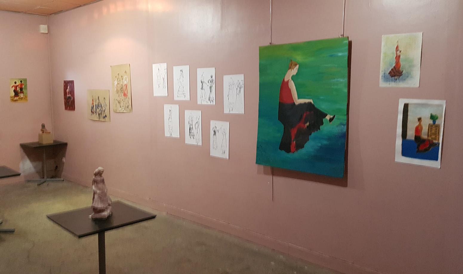 En fait, Il s'agit de l'exposition de dessins représentant des femmes qui dansent le flamenco faite par des élèves de la Sbac
